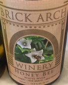 拱门蜜蜂白葡萄酒(Brick Arch Winery Honey Bee,Iowa,USA)