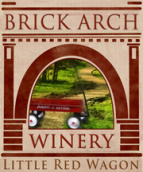 拱门红色小马车红葡萄酒(Brick Arch Winery Little Red Wagon,Iowa,USA)